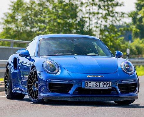 Купе Porsche 911Turbo Sразогнали до344км/ч
