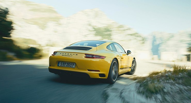 Начались продажи спорткара Porsche 911Carrera T