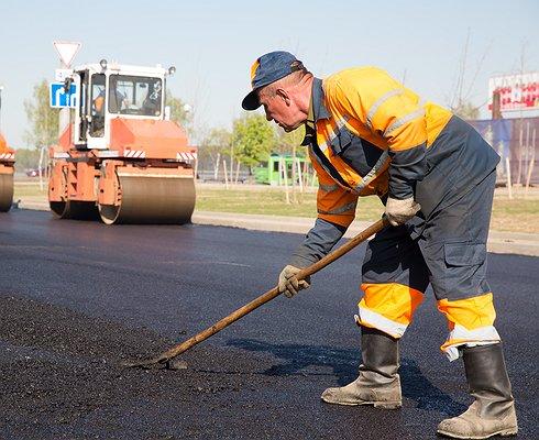 Разбитые дороги будут чинить скотчем
