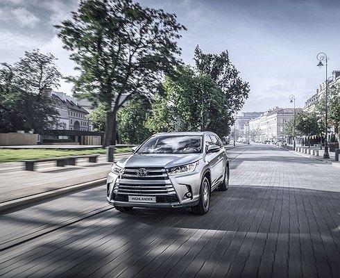ВРоссии стартовали продажи обновленного Toyota Highlander, нопокупать его небудут