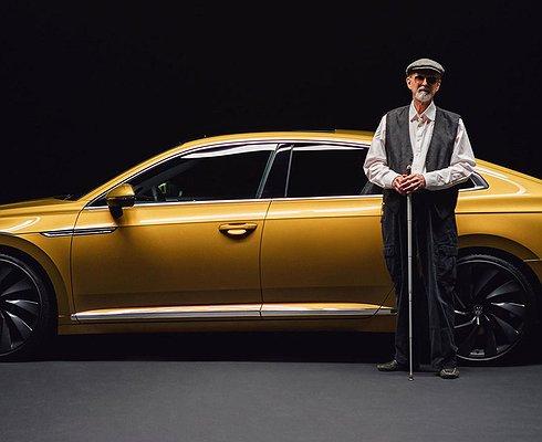 Volkswagen Arteon попозировал слепому фотографу