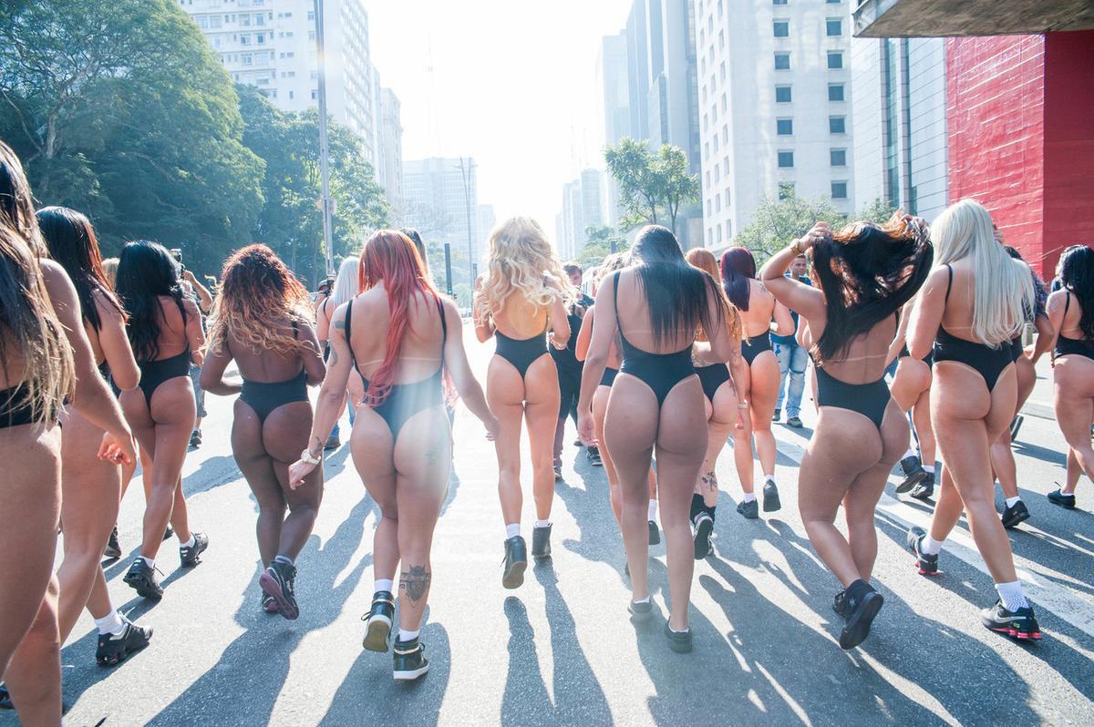 prostitutka-otkrovennie-foto-brazilskih-devushek-zhestkoe-nimfomaniya-porno