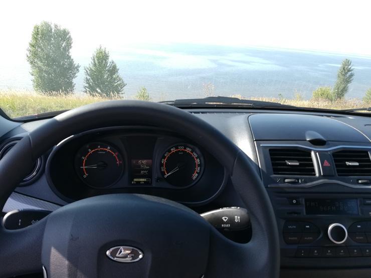 Первый тест-драйв новой LADA Granta: красивая не Vesta - Автомобили