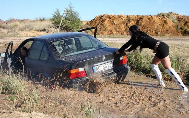 Блондинка за рулем: как не испачкаться в грязи