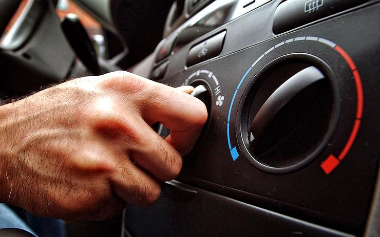 Блондинка за рулем: как превратить машину в сауну на колесах