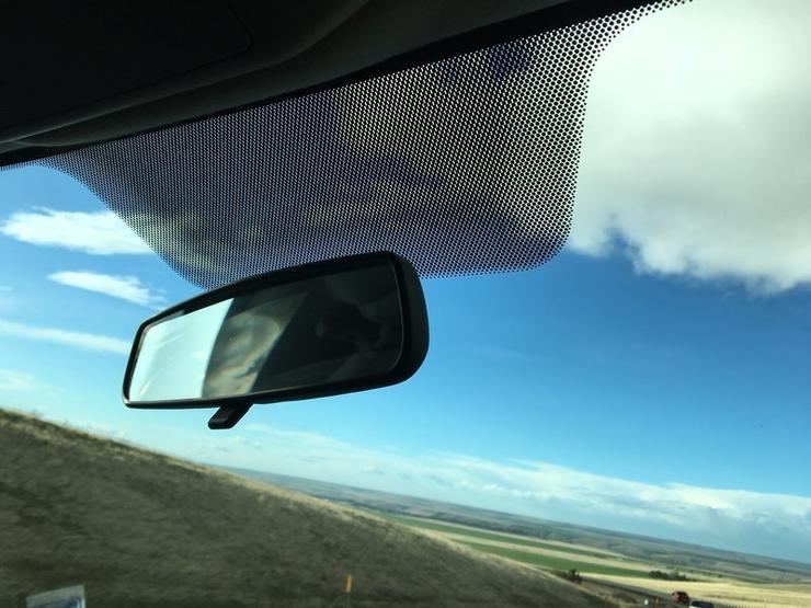 Зачем нужны черные точки по краям лобового стекла автомобиля