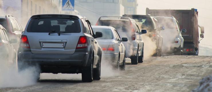 Почему летом в машине лучше ездить с закрытыми окнами