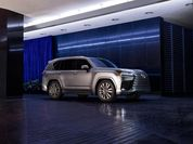 VIP-зал на колесах: первое знакомство с новым Lexus LX в России