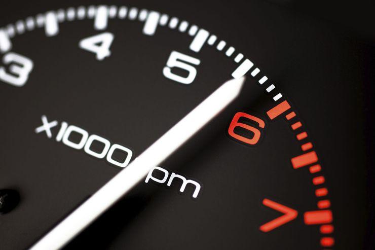 Почему специалисты советуют водителям регулярно ездить на высоких скоростях