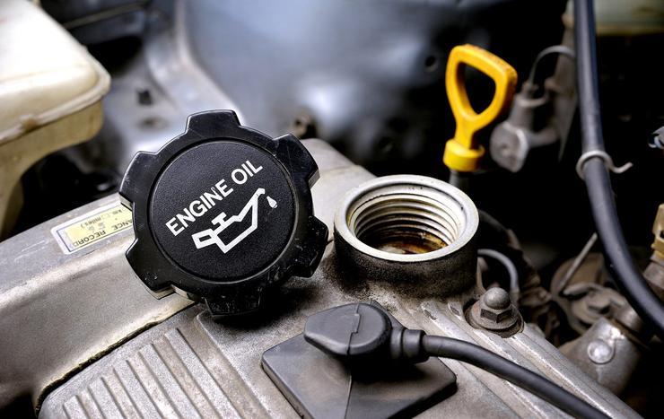 Когда можно не обращать внимания на черное масло в моторе