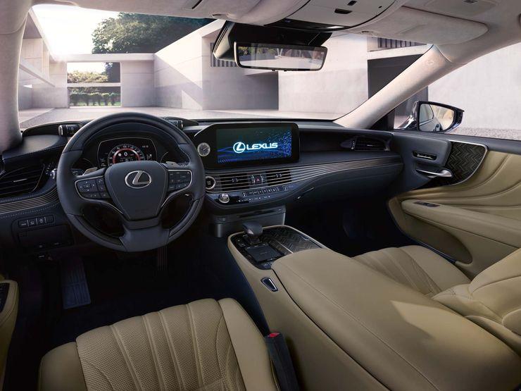 Ставший роскошнее Lexus LS доехал до России