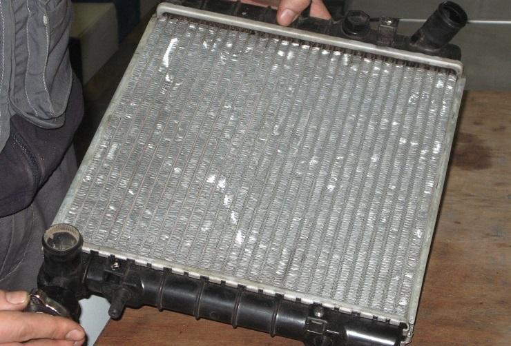 Что делать, если внезапно лопнул патрубок системы охлаждения двигателя