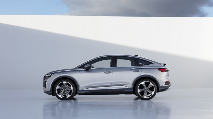 Немцы рассказали, насколько новый кроссовер Audi Q4 e-tron «круче», чем Q5