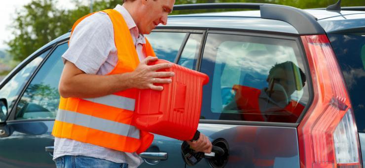 Подвоз бензина: помощь попавшему в беду или откровенный развод на деньги - Лайфхак