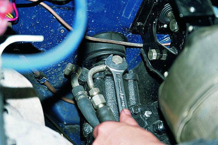«Убьет» ли гидроусилитель стоянка с вывернутым до упора рулевым колесом