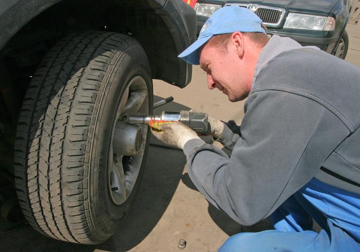 Грубейшая ошибка при замене колеса, которую допускают почти в любом шиномонтаже
