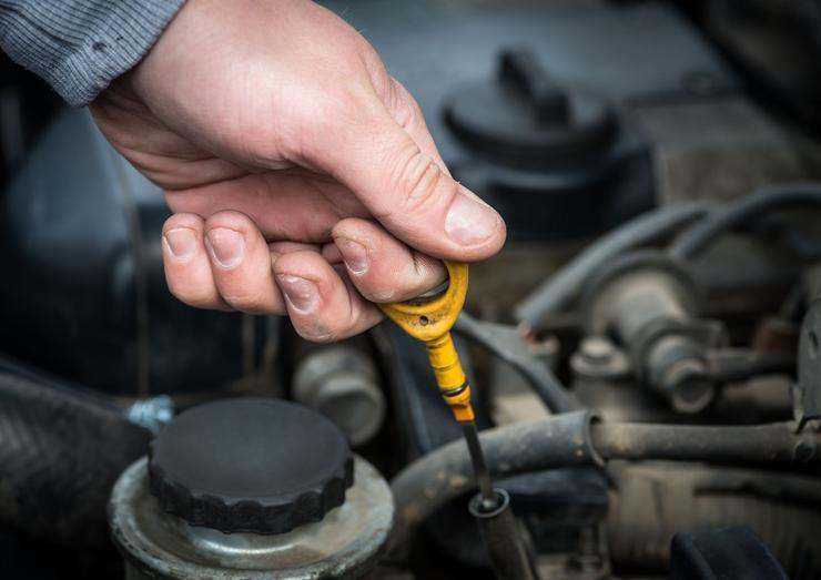 Какое масло лучше для двигателя машины летом: 5W30 или 5W40?