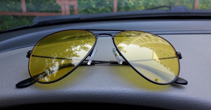 Почему пользоваться «водительскими очками» на самом деле вредно
