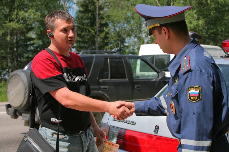 Как перегистрировать или снять с учета автомобиль без ПТС