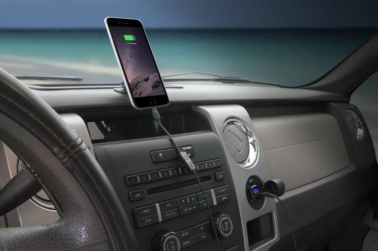 Почему заряжать мобильный телефон в машине очень опасно