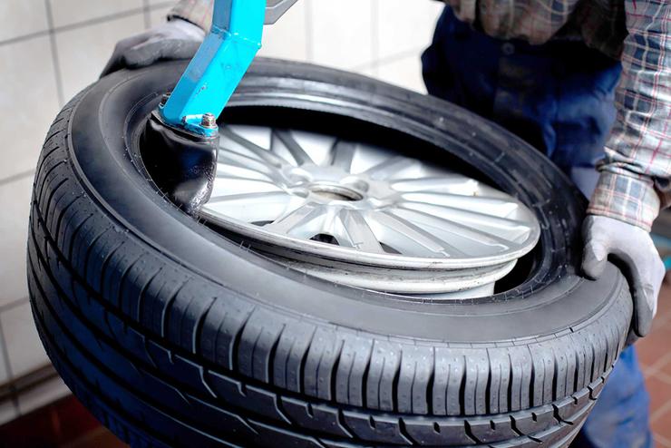 Сколько можно ездить с саморезом в шине