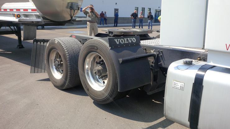 Зачем грузовикам нужны колеса, которые не касаются земли