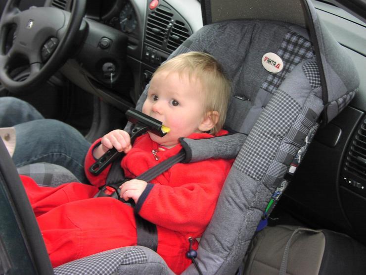 Можно ли ребенка сажать на переднее сидение в кресло 736