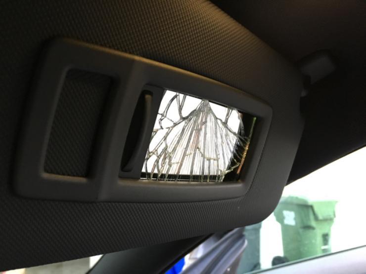Чем опасен солнцезащитный козырек в автомобиле